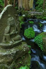 胴腹滝 湧き水を守る石仏 山形県遊佐町 Mountain spring water and stone Buddha / Yuza, Yamagata, Japan