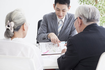 Real estate salesperson explains the floor plan