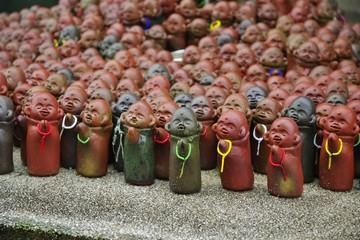 たくさんの小さな仏像