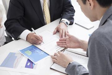 The sales representative urges the signature to sign
