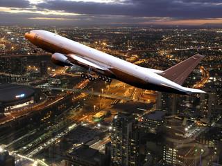 Verkehrsflugzeug im Landeanflug über Melbourne