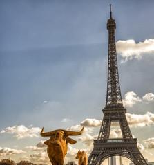 Wall Mural - Statue near Tour Eiffel, Paris - France