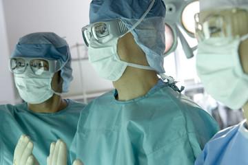 手術服の外科医