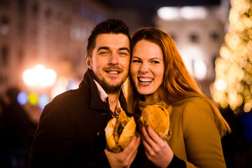 Hungry couple - christmas street portrait