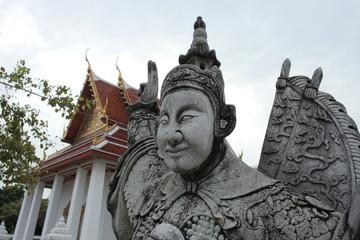 タイ、バンコク、寺、 Wat Nang Ratchawihan:ハイテンションなお寺の像「いえーい!寺だぜー!」「寺に来てまーす!」とてもフィーバーしてるサタデーナイトフィーバーポーズ