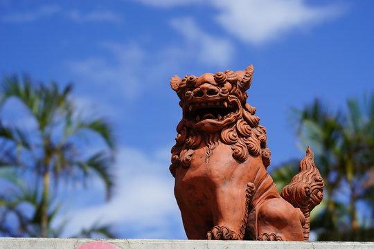 沖縄 シーサーと青空