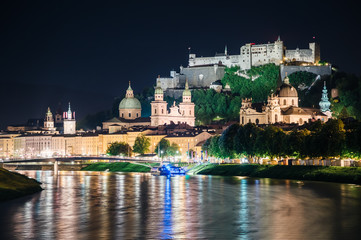 Fototapete - Great view on an evening city shining in the lights. Picturesque scene. Location famous place (unesco heritage) Festung Hohensalzburg, Salzburger Land, Austria, Europe. Beauty world