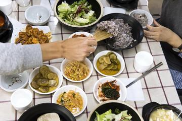 Essen, Tisch, Hände