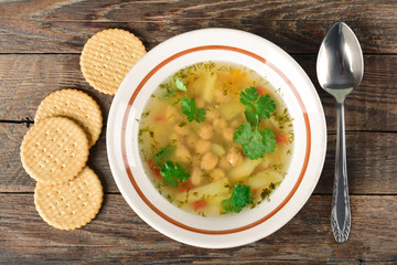 Pea soup with potatoes and crackers