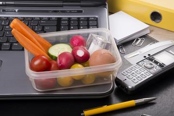 Gesunder Snack im Büro