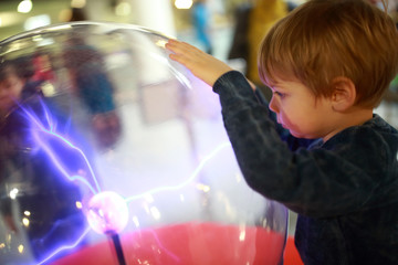 Child studying electrical discharges