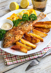 crispy fish with potatoes chips