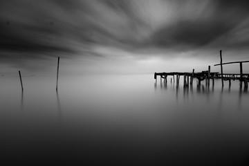 Obraz Pier in beach Minimalism BW - fototapety do salonu