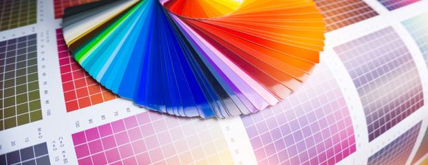 Farbfächer für Klebefolien in der Werbetechnik