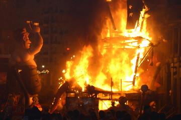Fallas de Valencia, España. Quema de hogueras en fiestas declaradas de interes turistico internacional