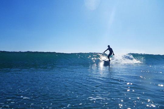 サーフィン 波 surfing 波に乗るサーファー