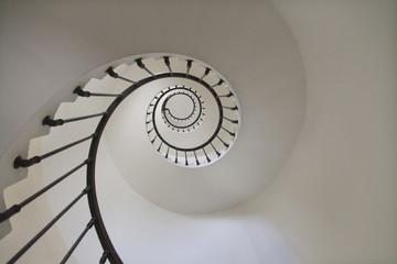 Stores photo Spirale Escalier en spirale dans un phare vue de dessous