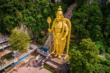 Poster Kuala Lumpur Batu Caves near Kuala Lumpur, Malaysia, aerial view of Lord Murugan Statue and entrance to the famous cave temples.