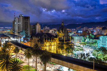 Foto auf Acrylglas Südamerikanisches Land Plaza Botero square and Downtown Medellin at dusk in Medellin, Colombia.