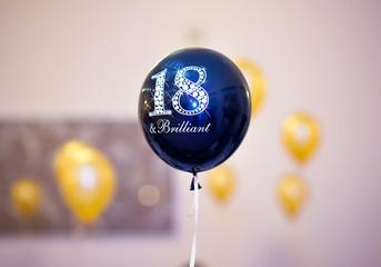 Obraz 18 urodziny - fototapety do salonu