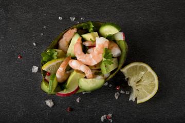 Salat mit Schrimps und Avocado