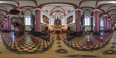 Stores à enrouleur Monument Panorama in interior of the ancient medieval Catholic church. Full 360 by 180 degree seamless spherical panorama in equirectangular projection. VR content