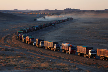 The Wider Image: Border jam puts Mongolia's coal lifeline under threat