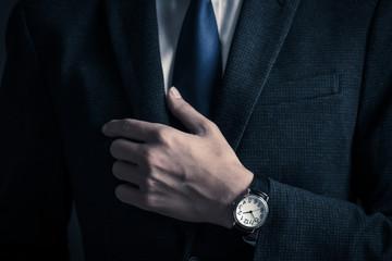 スーツを着た男性のボディーパーツ