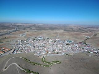 Almonacid de Toledo en Castilla la Mancha, España. Paisaje aereo. Fotografia con dronde