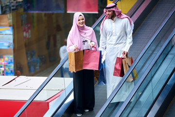 Young muslim couple shopping