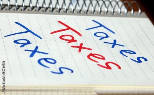 Taxes In Zwei Farben Handschriftlich Als Erinnerung An Die