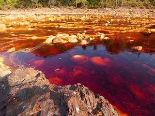 Rio Rojo en Minas de Rio Tinto en Huelva ( Andalucia, España) Zona experimental de la NASA para Marte