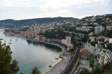 Côte d'Azur. Mer, baie, côte d'azur, bateaux, yachts, montagne, arbres, maisons, plage, nature, pierres.