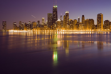 Fototapete - Evening in Chicago - panorama seen from the north