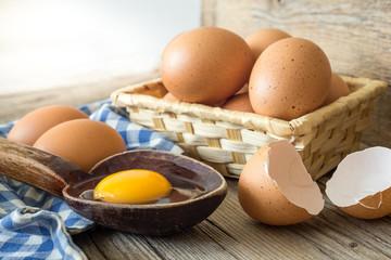 Kaşık içinde yumurta sarısı