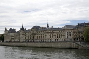 Conciergerie de Paris depuis le quai de la Mégisserie