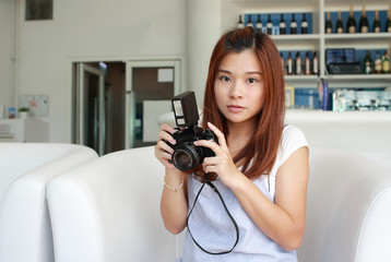 Girl try to take pic by her old retro camera, focus on someone / something