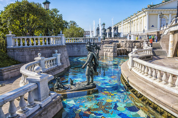 View of the Alexander Garden near Moscow Kremlin and fountain on Manezh Square at summer sunny day Fototapete