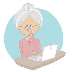 Бабушка за ноутбуком