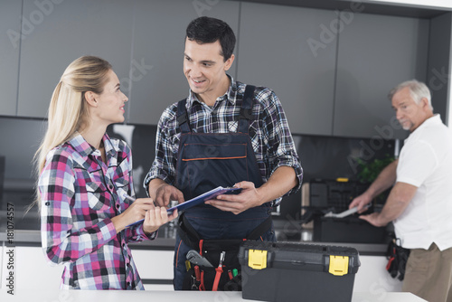 woman flirting signs at work free download