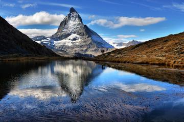 Foto auf AluDibond Reflexion Mt Matterhorn reflected in Riffelsee Lake Zermatt Canton of Valais Switzerland
