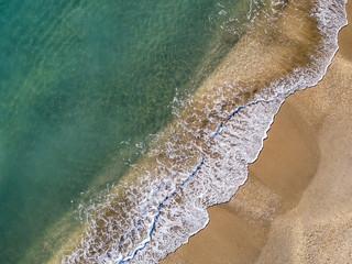 Vue aérienne de vague sur la plage