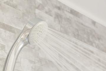 新築のバスルーム シャワー