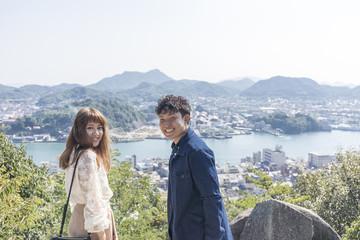 尾道を観光するカップル