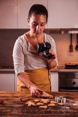 woman blogger photographing christmas