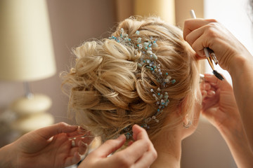 Tuinposter Kapsalon Wedding hairstyle and makeup. Makeup artist made makeup for beautiful bride at wedding day
