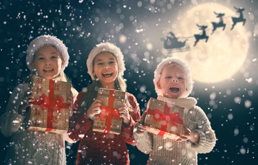 children with xmas presents