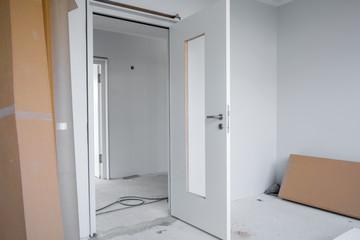 neu Tür Baustelle Wohnung