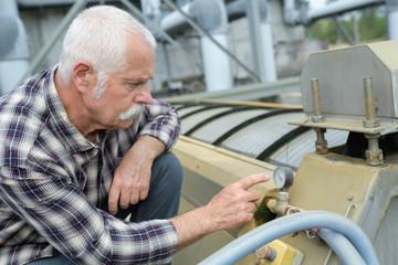 man reading the pressure gauge