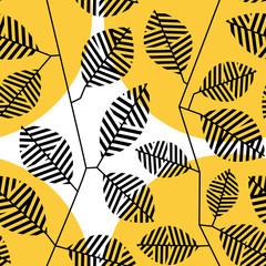 Бесшовный узор с чёрными полосатыми листьями и стеблями на фоне с жёлтыми кругами.